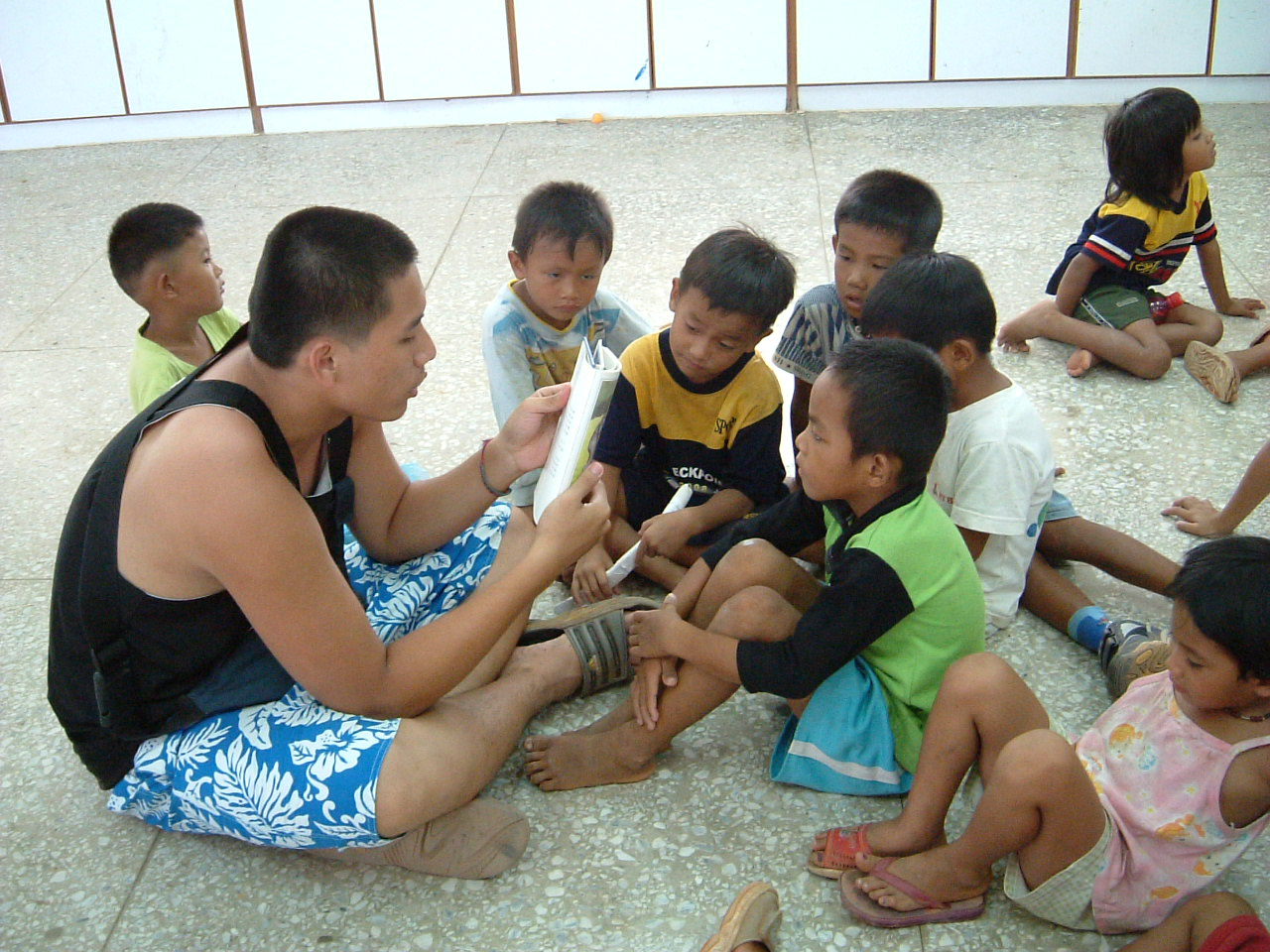 Lanyu Educational Camp - Read stories to kindergarten children